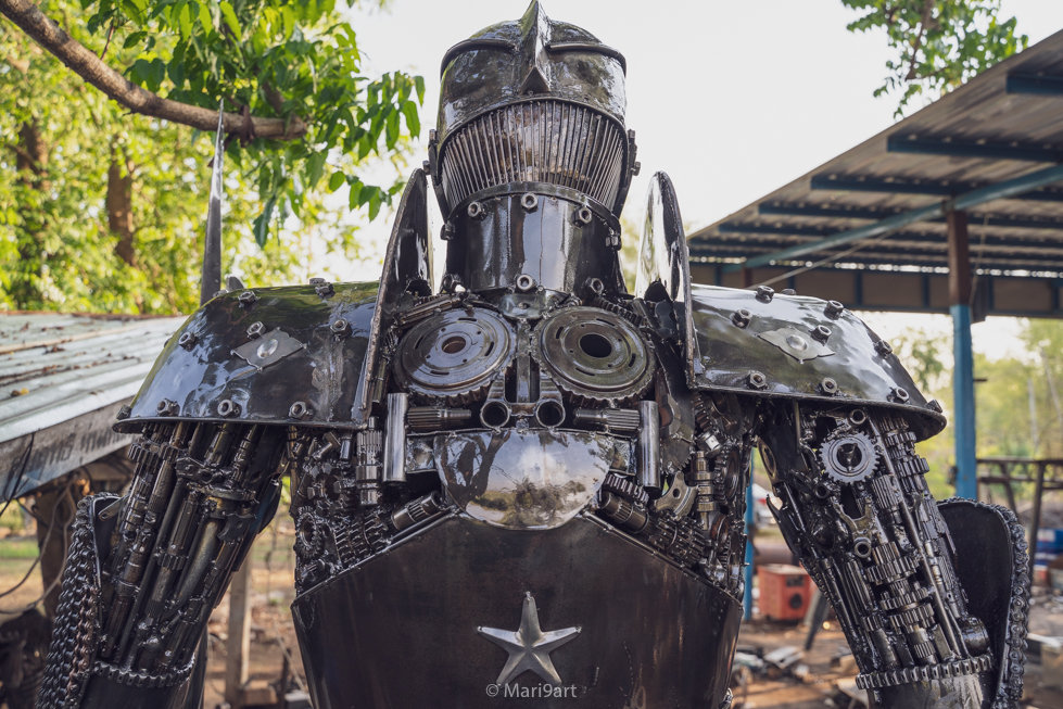knight scrap metal artwork back part