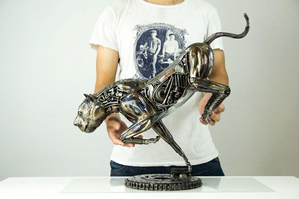 Lion metal sculptue compare size