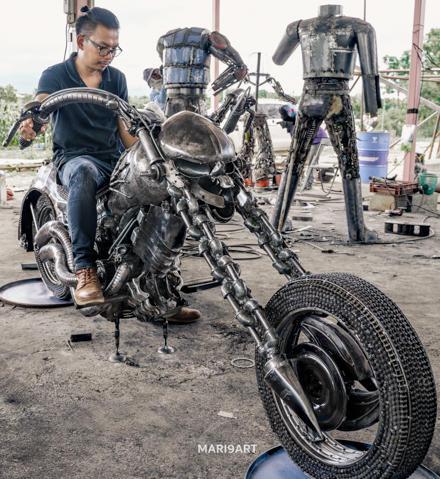 Motorcycle scrap metal sculpture