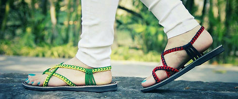 Flat braided sadals in green and red color toe loop style