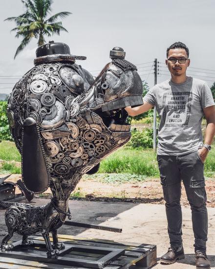 Dog scrap metal sculpture_.jpg