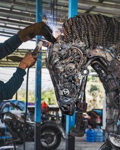 Horse welding scrap metal art sculpture