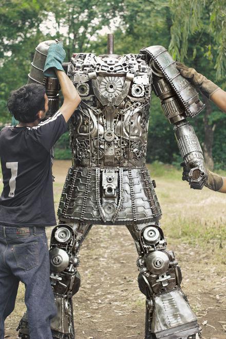 Making samurai steel artwork