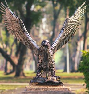 Eagle scrap metal art sculpture