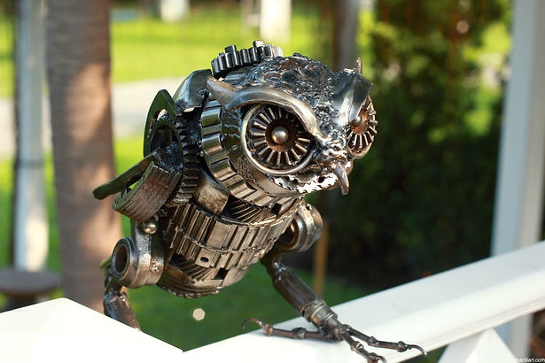 Animal metal art sculpture owl, right