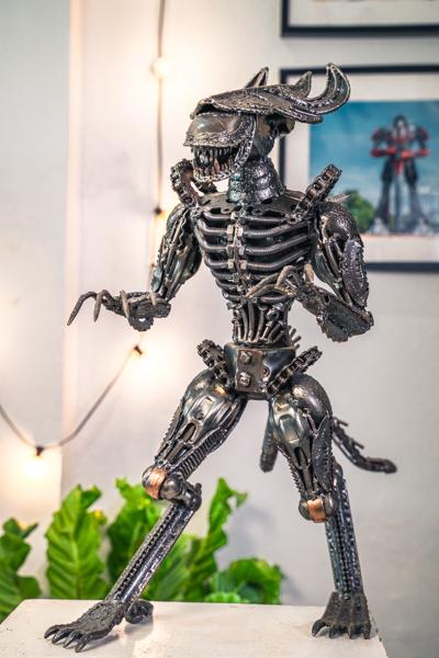 alien metal sculpture by mari9a