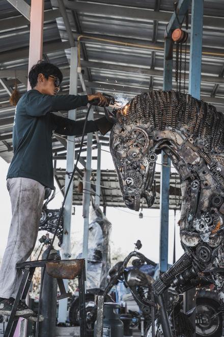 Welding head Horse life size scrap metal art sculpture