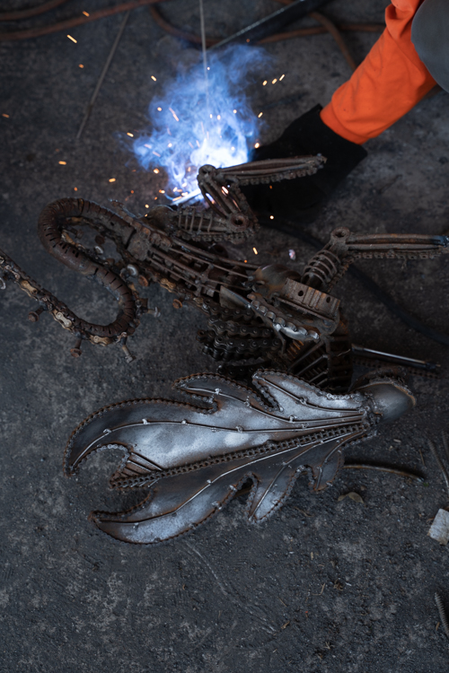 making alien scrap metal sculpture by mari9art
