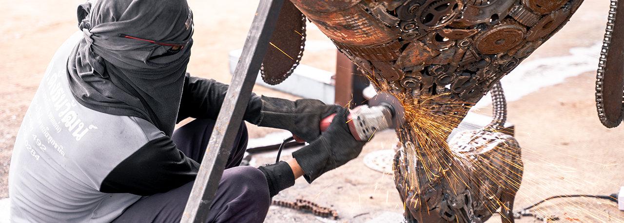 dog scrap metal sculpture by mari9art.jp