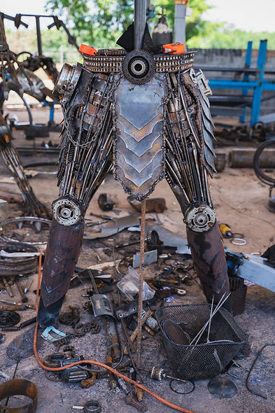 making scrap metal predator sculpture