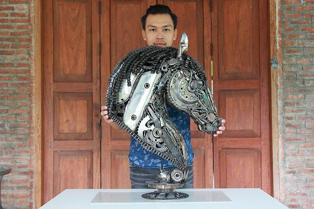 Horse head scrap metal artwork size compare 5