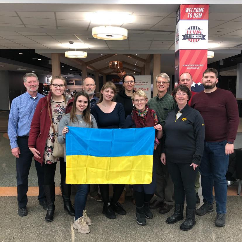 Ukrainian delegates with host families at DSM Airport