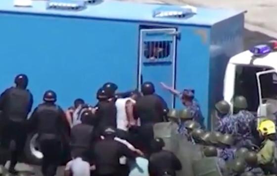 Детей из Шоманая Республики Каракалпакстан требовавших своих политических свобод лишают свободы на 1