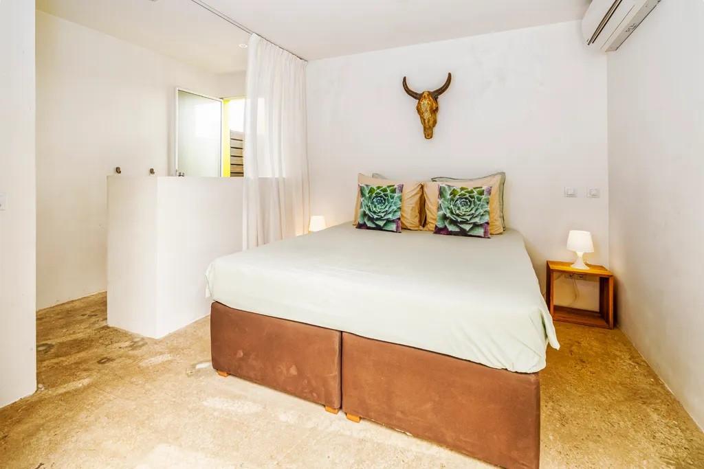 flamingo bedroom.jpg