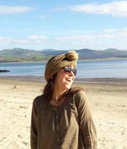 polena-scarf-at-the-beach_orig.jpg