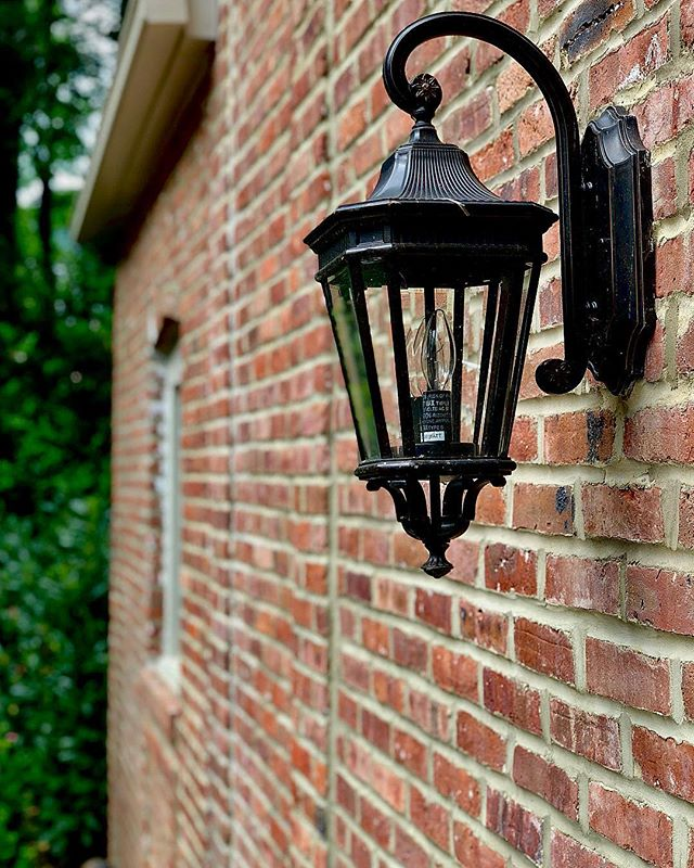✨Vintage Common Brick never looked so NEW!✨ Complete brick restoration on a clients home that was bu