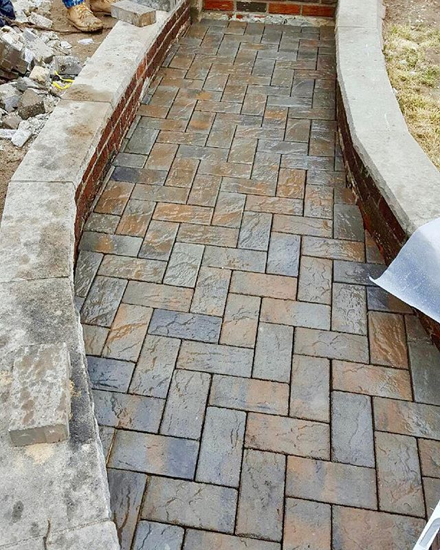🏡👊🏼✔️🔆 New Walkway at a special clients home completed with Cambridge Ledgestone Toffee Onyx Lig