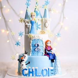 Happy birthday Chloe, our princess! 👑 .