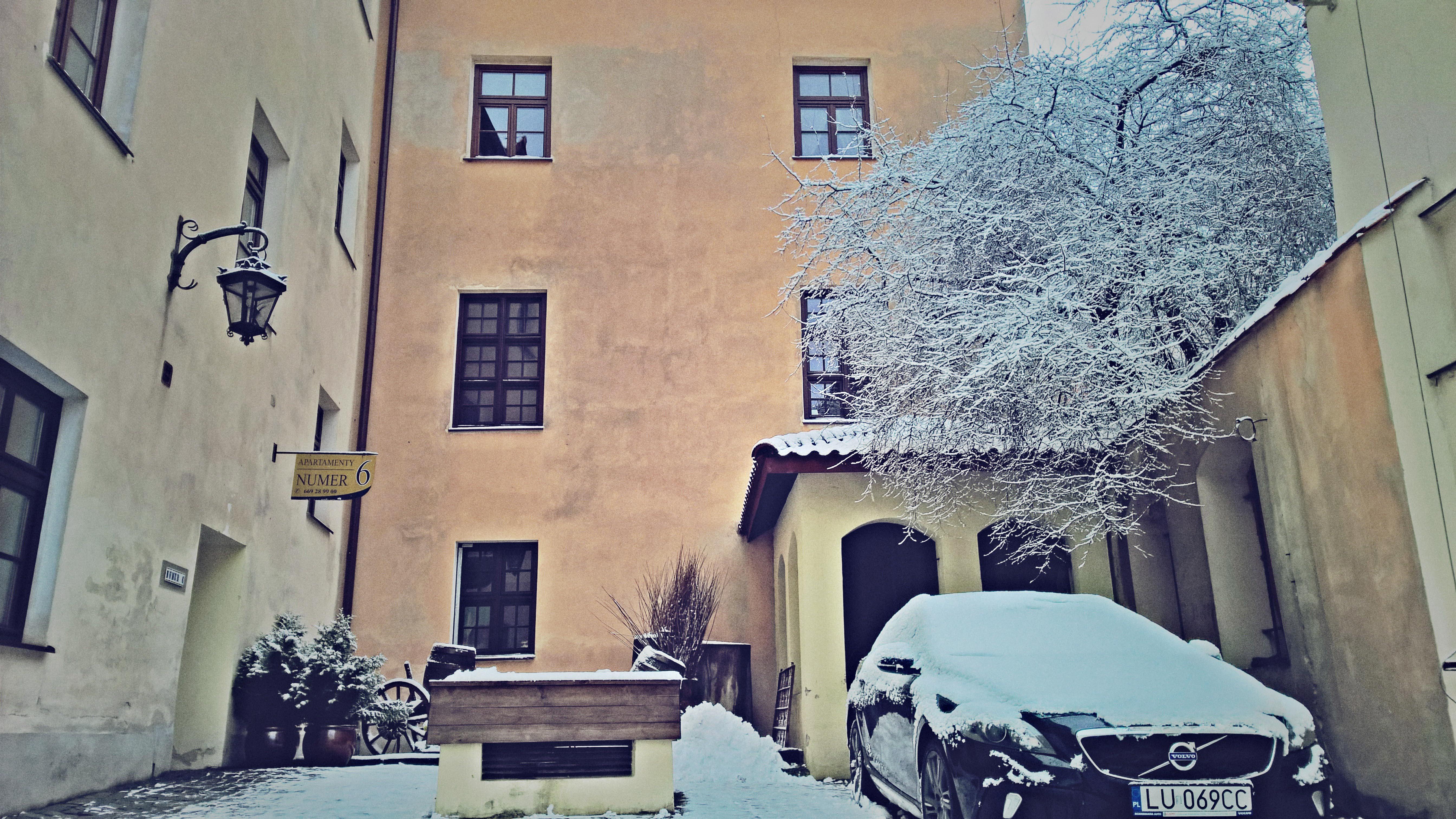 Kamienica zimą