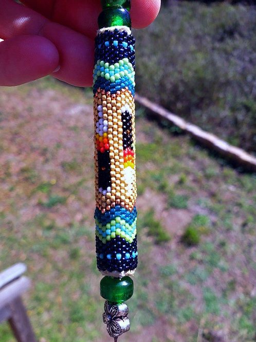 Beaded ornament three feathers and lizard