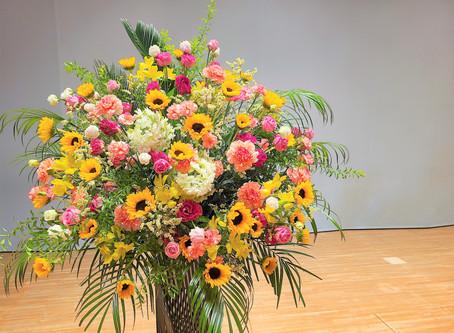 さくらホールへお花スタンドの納品