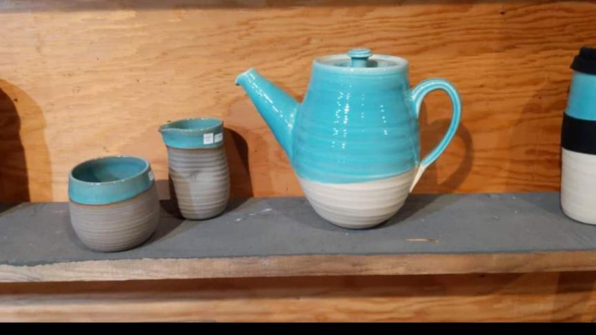 Katleen teapot and cream/sugar set