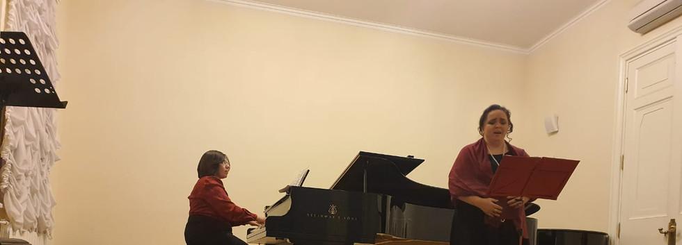 Мария Батова (сопрано) и Нора Потемкина (фортепиано) исполняют произведения М.Ф.Гнесина, А.С.Аренского и П.Сарасате