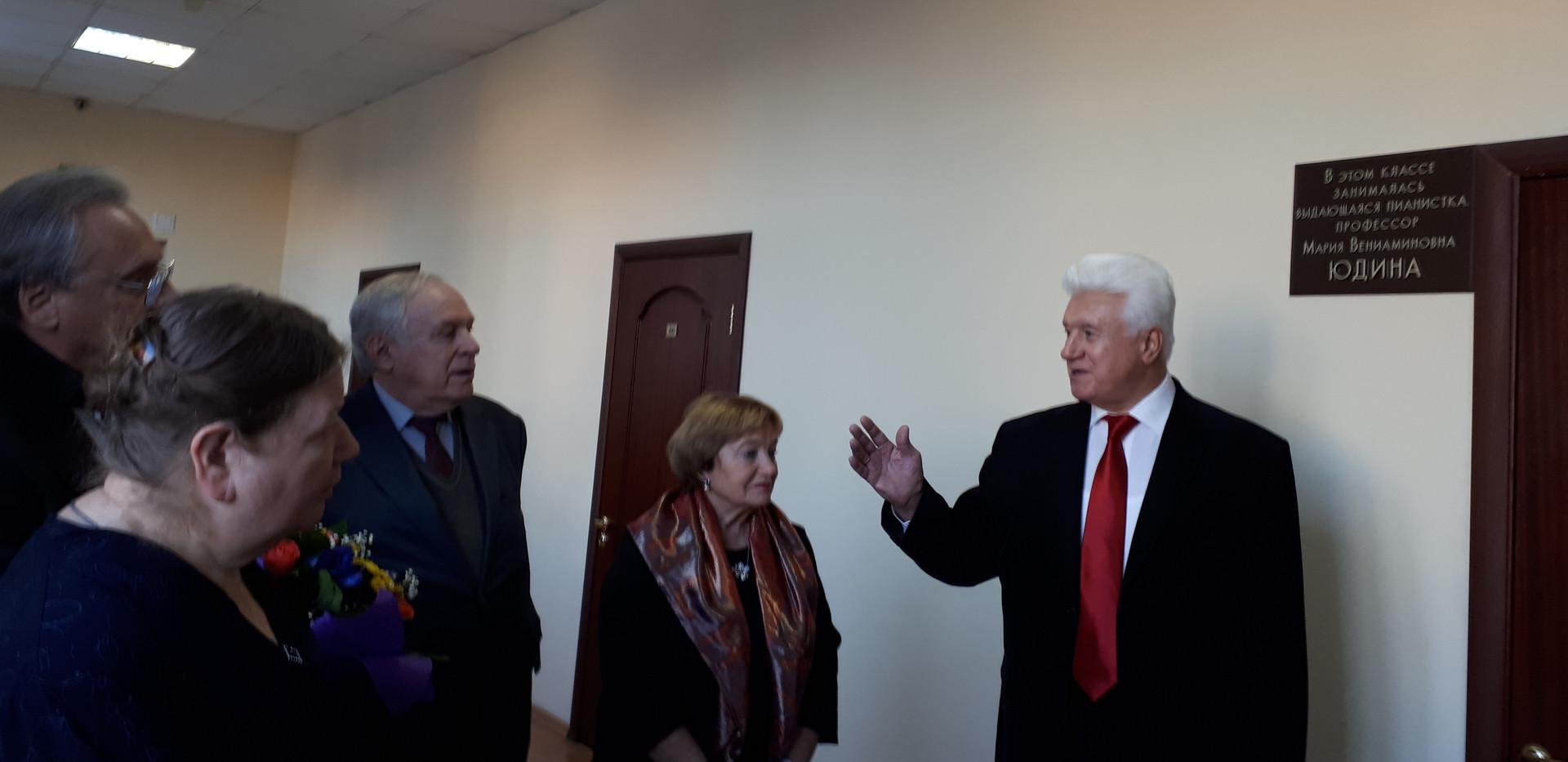 Б.С.Ворон, заведующий кафедрой оркестрового дирижирования