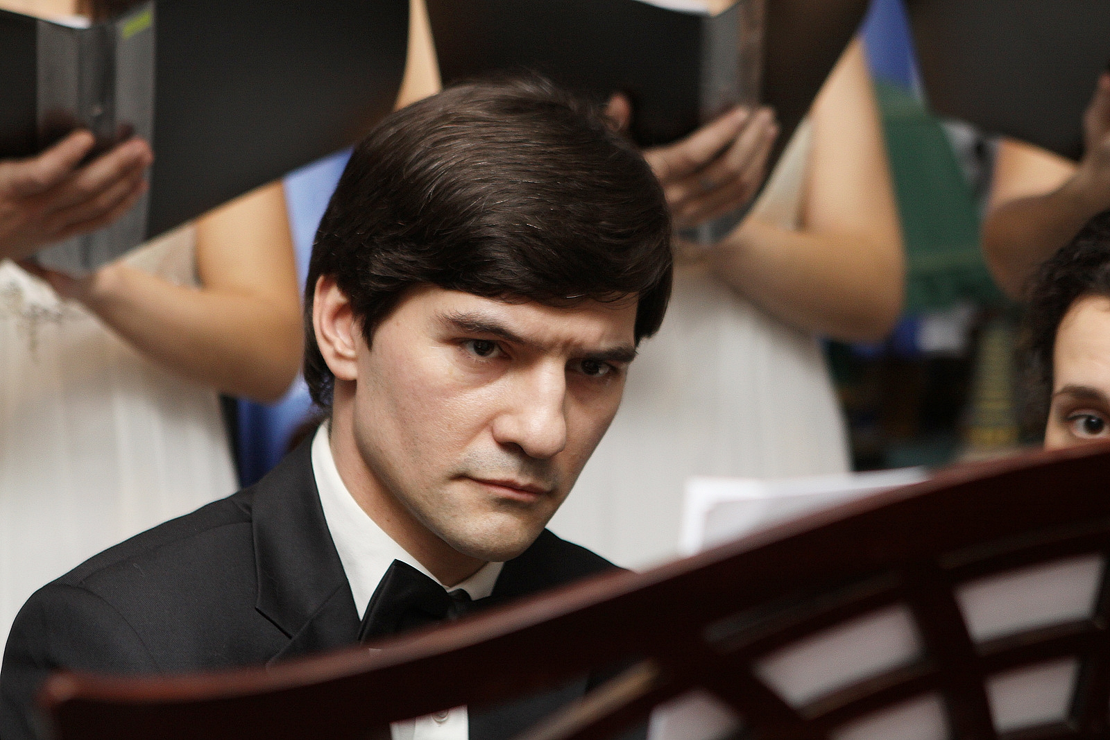Концертмейстер ансамбля О. Мартынов