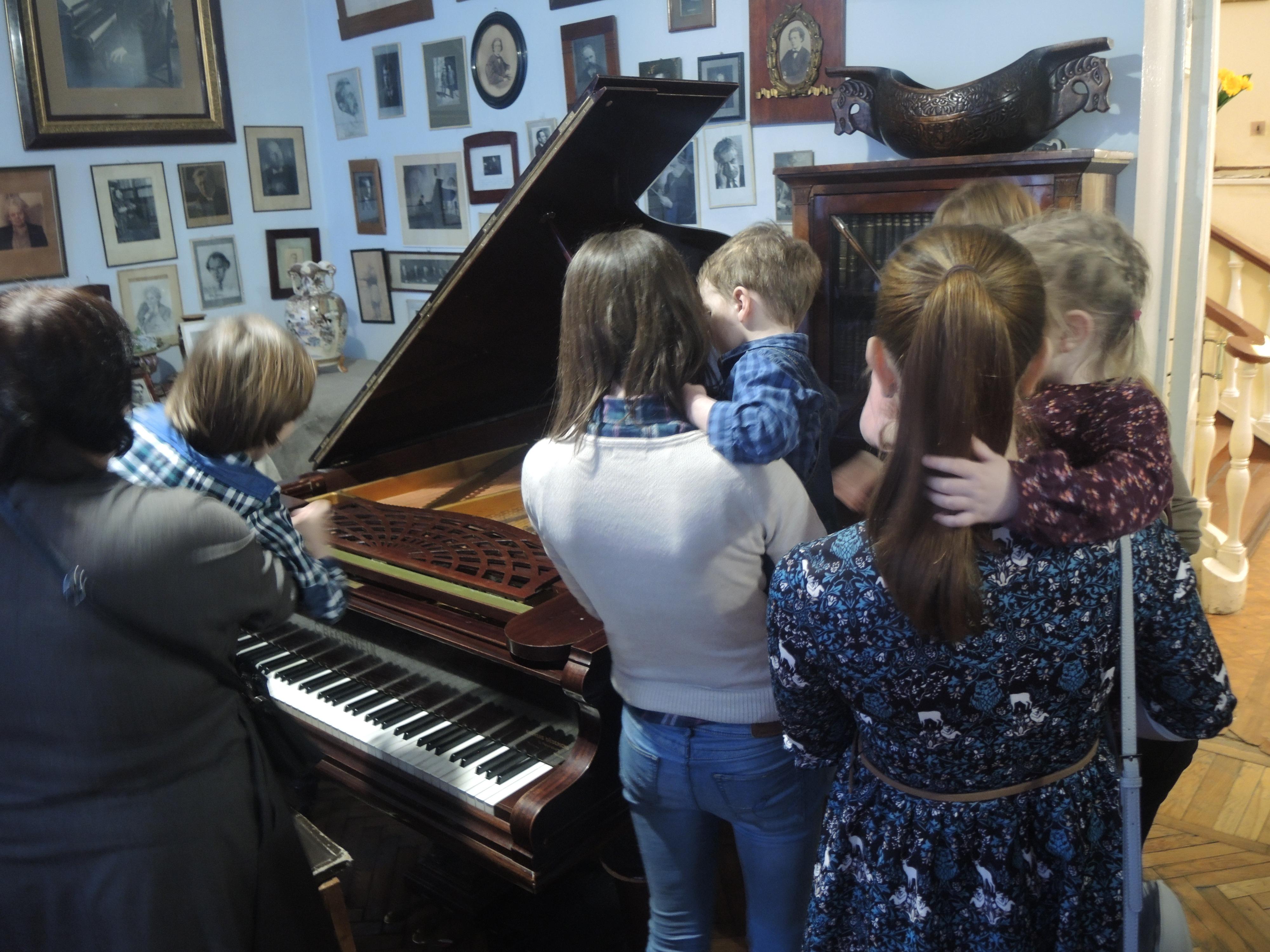 Изучаем рояль