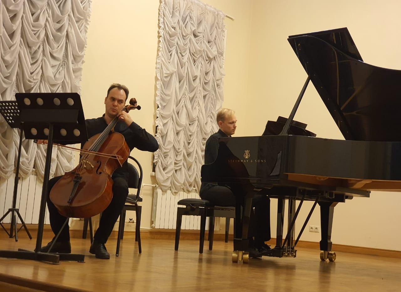С.В.Рахманинов - Соната для виолончели и фортепиано, чч.II-III, исполняют Ростислав Буркин (виолончель) и Андрей Дубов (фортепиано)