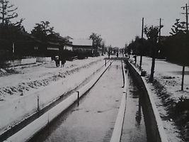 昭和36年 長瀬川 樟徳館前