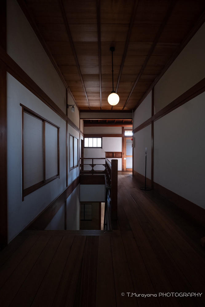 1階から2階に上がる階段_旧朝倉家住宅
