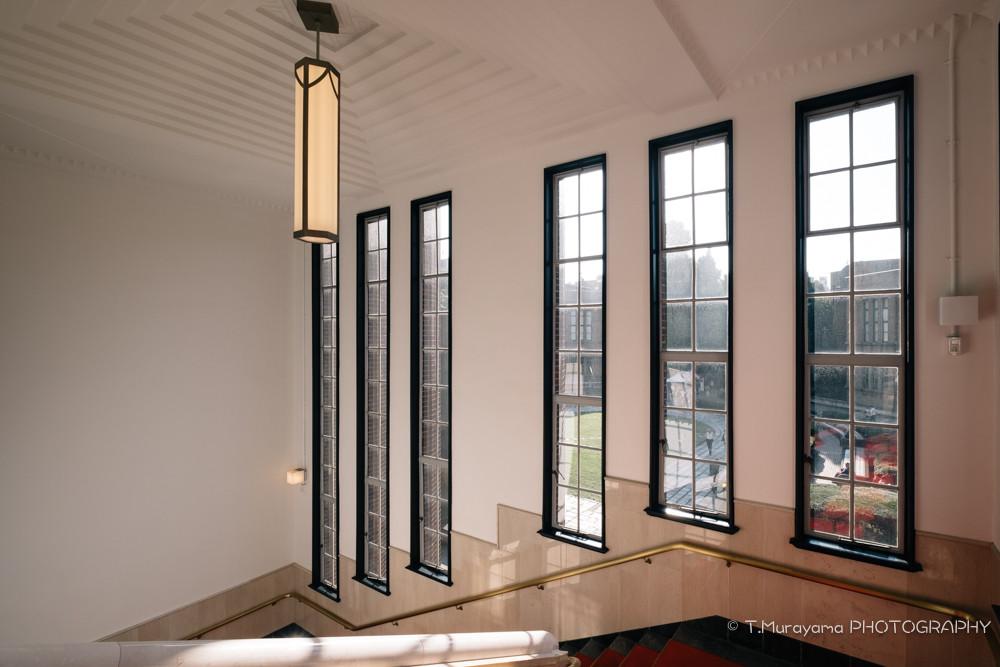 ゴシック様式の高い天井が特徴の安田講堂