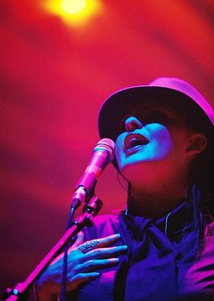 Michelle Wedding Singer Liverpool8-09-2003, 16 22 48