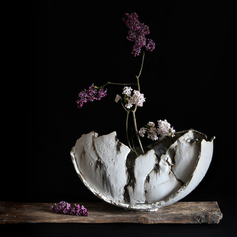 fragmented vessel with  lilac, ikebana. 2021