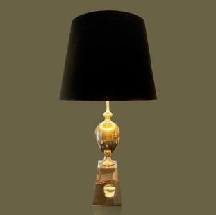 Gran lámpara de mesa de metal niquelado con pantalla de terciopelo negro interior dorado de Philippe Barbier.