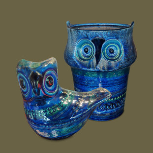 "Dos Lechuzas de cerámica esmaltada en azul de la serie ""Rimini Blue"",  Aldo Londi para Bitossi."