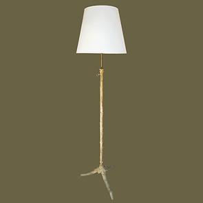 "Lámpara de pie ""bouillote""  de bronce dorado tallado imitando hojas de acanto.  Maison Bagues."
