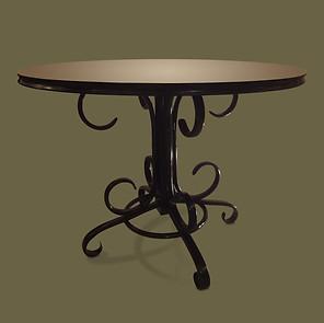 Guéridon de madera de haya curvada y ebonizada con tapa laminada en negro.  Thonet Frères.