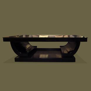 Mesa de estilo Art Déco lacada en negro con tapa de cristal negro. Maison Jansen.