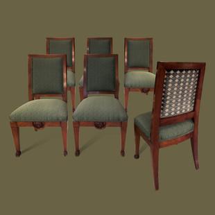Sillería Imperio, compuesta de dos butacas y seis sillas de madera de caoba, decoradas con cabezas de leones en relieve y con patas terminando en garras.