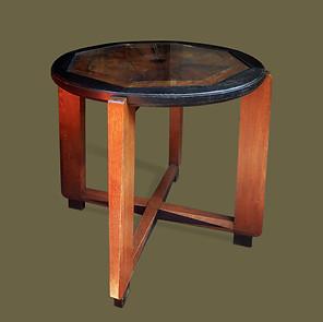 Pequeño gueridón Art Decó con tapa de marquetería  en madera de palo de rosa, caoba y ebonizada.