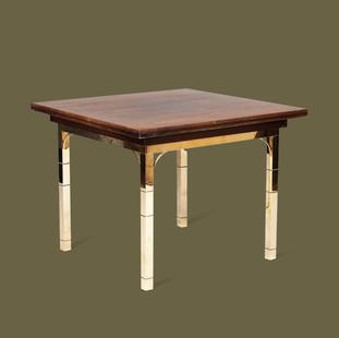 Mesa de apoyo de latón con tapa de Nogal.