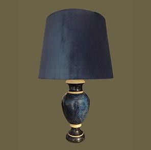 Lámpara de mesa en cerámica lacada en color lapislázuli, marfíl y negro firmada Jean Roger, Paris.