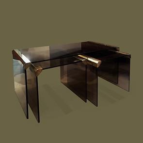 Juego de tres mesas nido de cristal ahumado y bronce. Pace Collection.