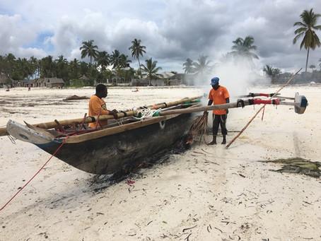 Zanzibararskie opowieści - Wioska Uroa . Bieda, która gryzie się z wakacyjnym błogim nastrojem