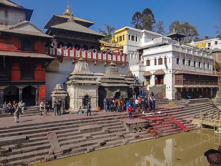 Pashupathinath Temple, Bagmati Święta Rzeka i Arja Ghat tradycyjna kremacja