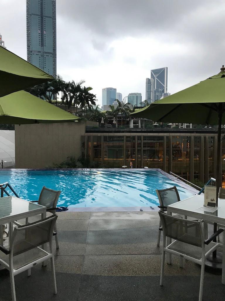 Impiana KLLC Hotel - widow z  baru przy basenie