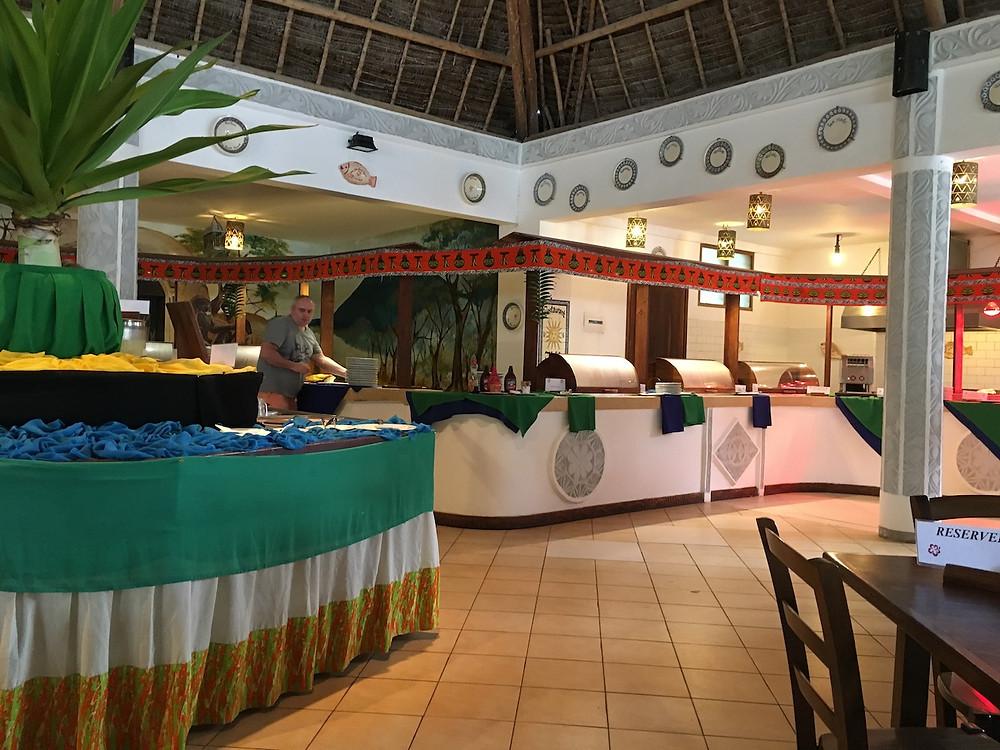 Restauracja główna Uroa Beach Bay Resort